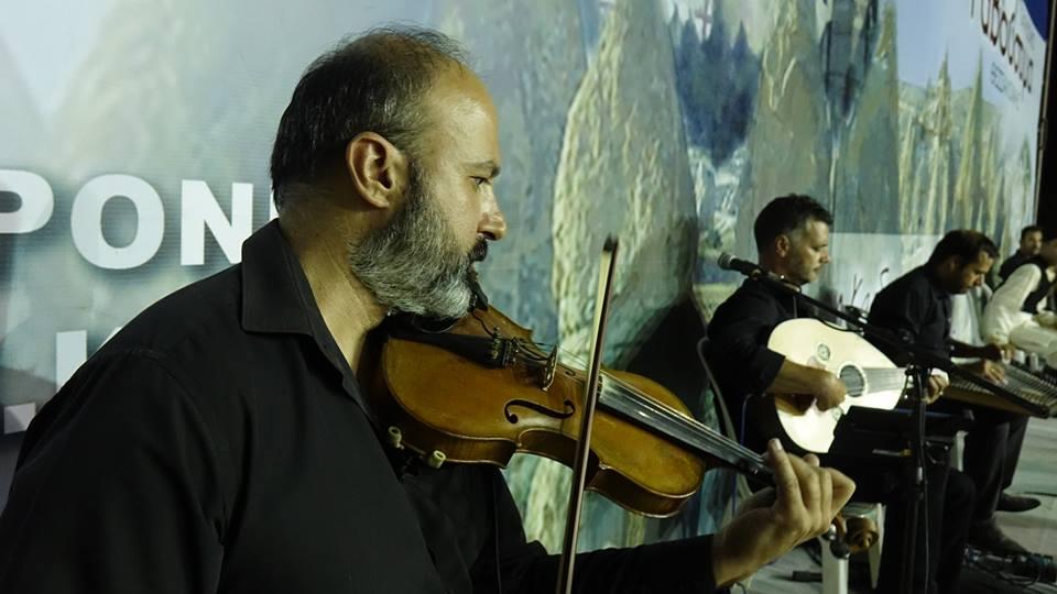 kyana-xorigos-ekdilwsi-kappadokias
